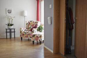 Dörr til lägenhet Villa Sköndal